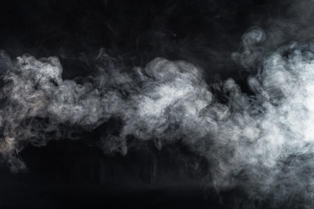 La fumée sur fond noir