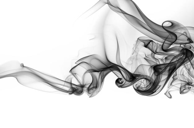 Fumée noire abstraite sur fond blanc