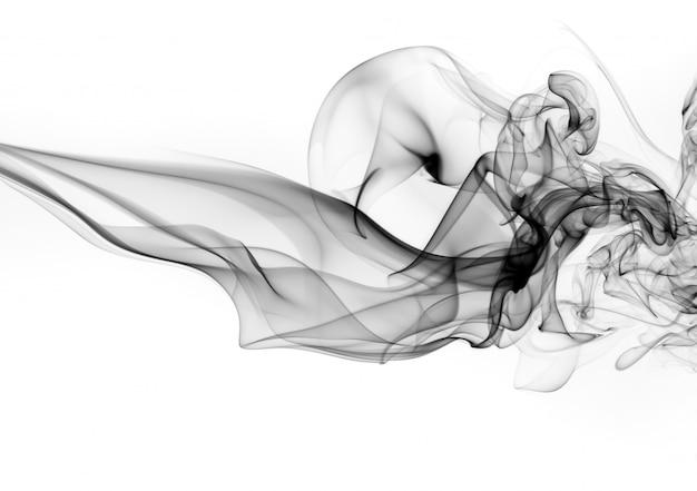 Fumée noire sur fond blanc. conception du feu