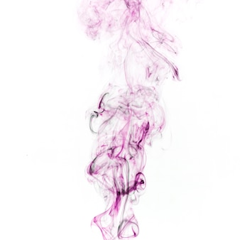 Fumée pourpre sur fond blanc