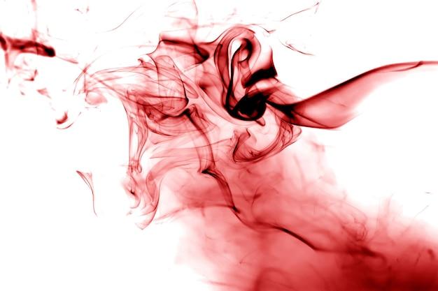 Fumée rouge sur fond blanc