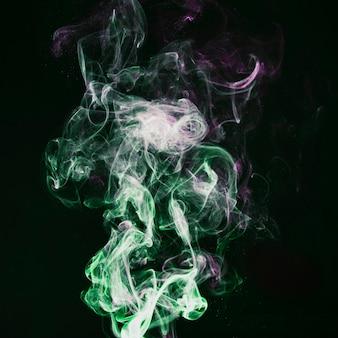 Fumée verte et violette