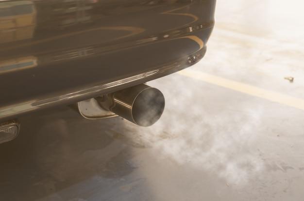 Fumée de voiture