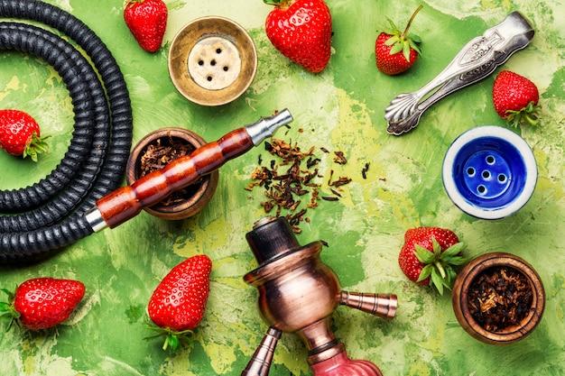 Fumer la chicha sur la fraise