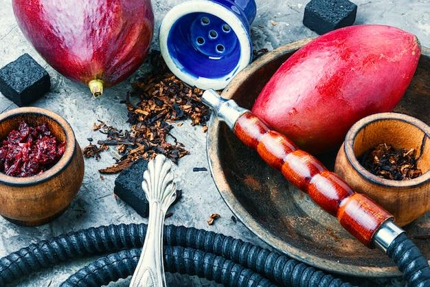 Fumer le narguilé à la mangue