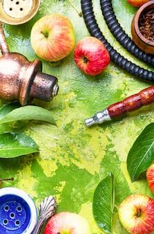 Fumer le narguilé à la pomme