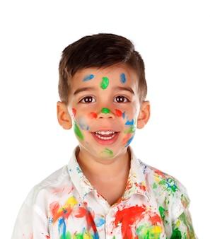 Funny boy avec les mains et le visage plein de peinture