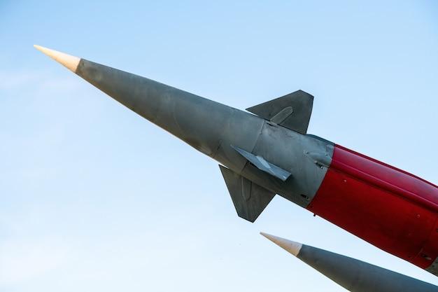 Fusée prête à être lancée. armes de destruction massive dangereuses