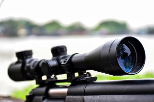 Fusil à lunette de près