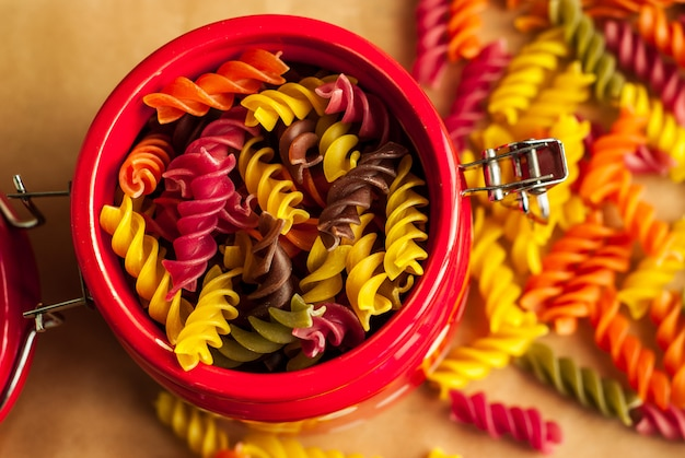 Fusilli italiens colorés