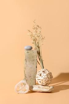 Gabarit, maquette, podium pour matières organiques naturelles et accessoires spa