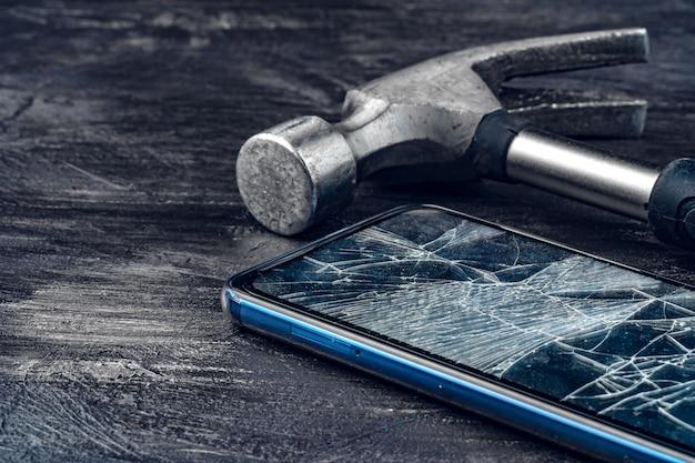 Gadget numérique avec des outils. réparation de smartphone