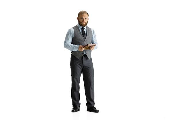 Gai bel homme d'affaires isolé sur fond blanc studio