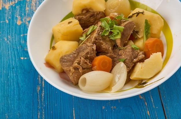 Gajnatma - soupe turkmène d'agneau aux légumes