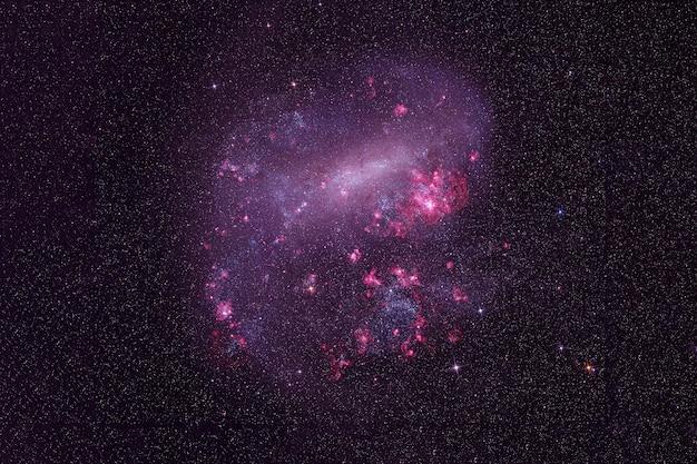 Une galaxie lointaine dans l'espace lointain. les éléments de cette image ont été fournis par la nasa. pour n'importe quel but.