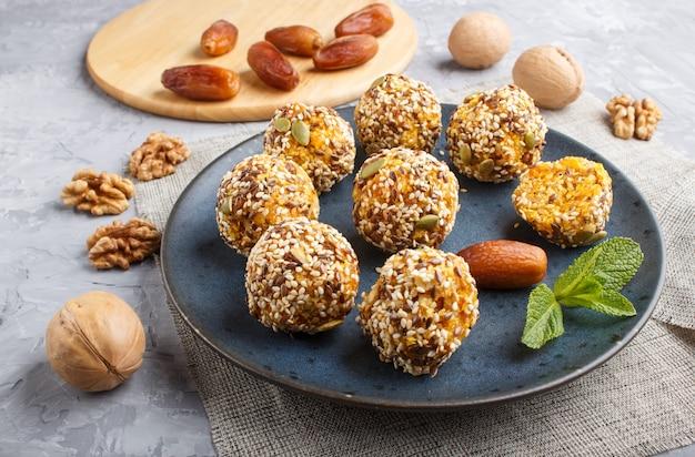 Galette énergie aux abricots secs, sésame, noix et dattes
