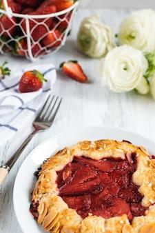 Galette fraise aux amandes et à la fraise - boulangerie, pâtisserie, dessert d'été