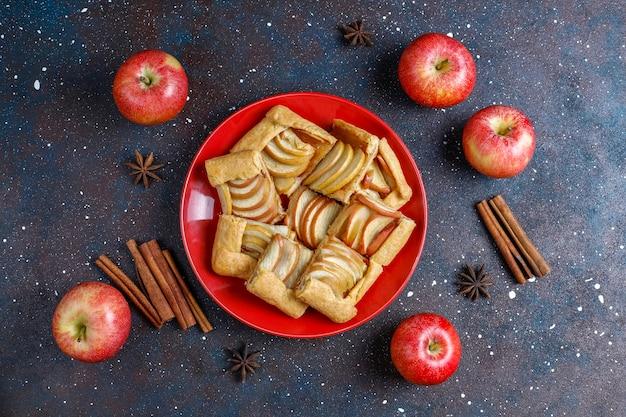 Galette maison aux pommes et cannelle.