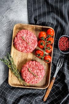 Les galettes de bœuf haché, côtelettes de viande hachée