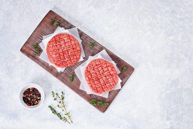 Galettes de bœuf haché cru pour burgers escalopes de bœuf