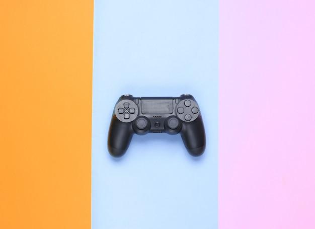 Gamepads sur fond de papier coloré