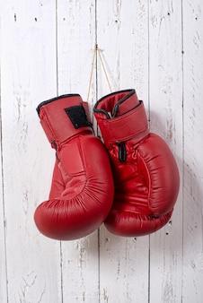 Gants de boxe rouges