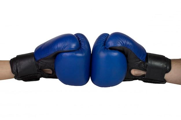 Gants de boxe suspendus