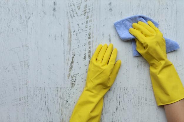 Gants de ménage et chiffon de nettoyage