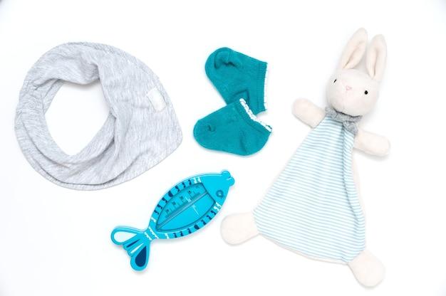 Gants en peluche, thermomètre de bain et bavoir pour bébé