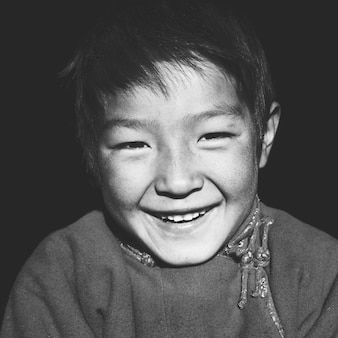 Garçon asiatique avec un beau sourire concept