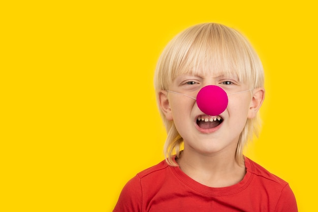 Garçon au nez de clown
