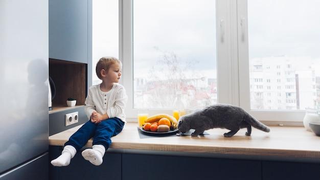 Garçon et chat