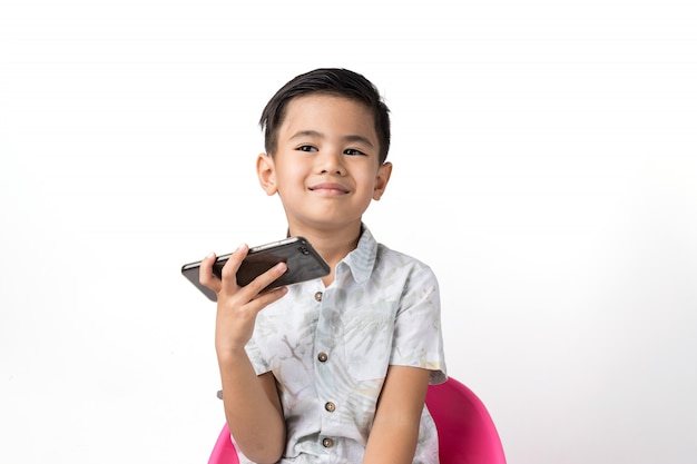 Garçon et smartphone