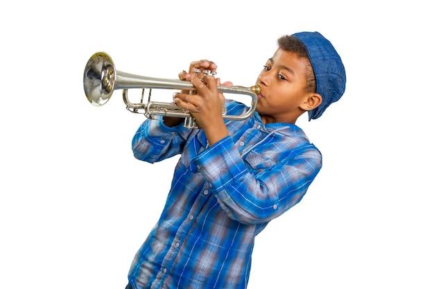 Garçon trompettiste.