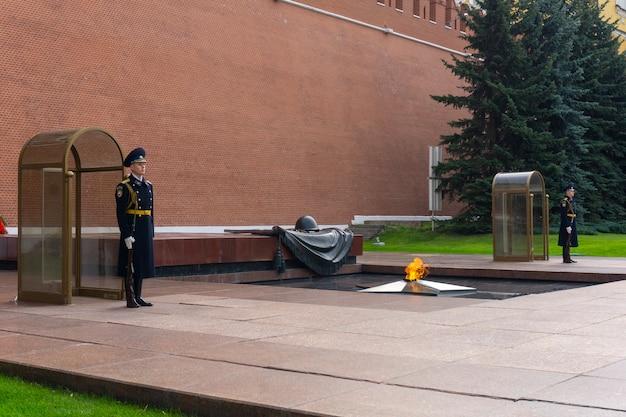 Garde au mur du kremlin