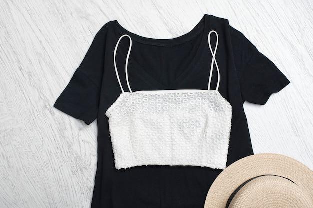 Garde-robe d'été pour femme.