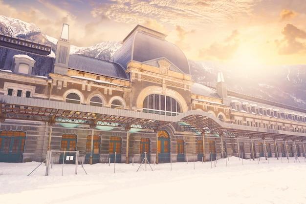 Gare de canfranc à huesca sur les pyrénées espagne