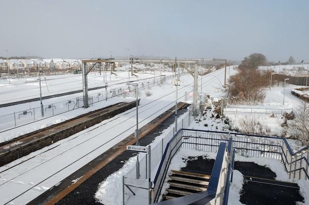 Gare en hiver avec de la neige à armadale west lothian ecosse février