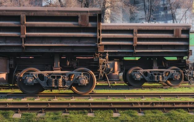 Gare avec wagons de marchandises