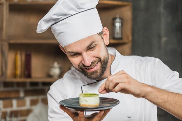 Garniture mâle délicieux dessert sur la plaque
