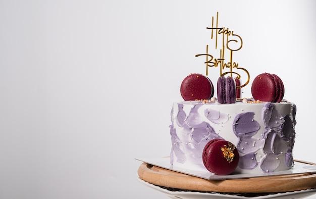 Gâteau d'anniversaire aux macarons