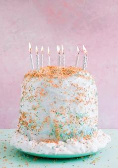 Gâteau d'anniversaire couleur pastel