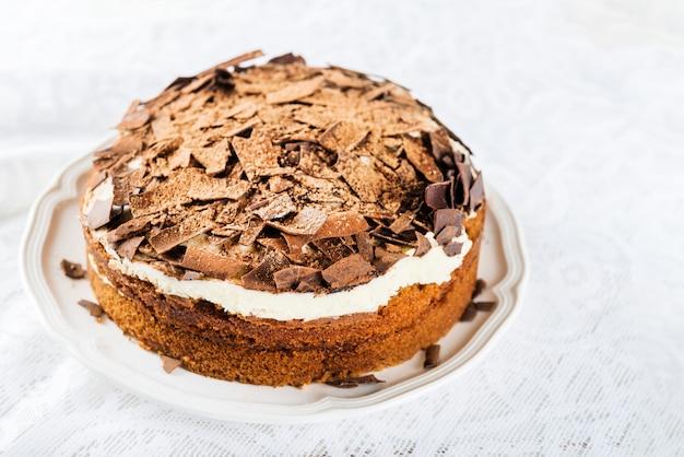 Gâteau au café, fraises et café