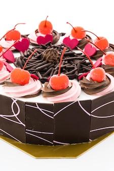 Gâteau au chocolat au cerisier sur le dessus