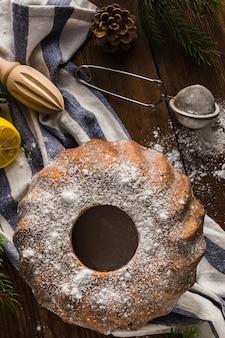 Gâteau au chocolat et bâton de presse-agrumes