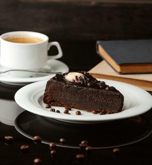 Gâteau au chocolat avec crème glacée