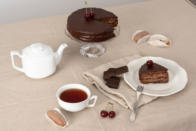 Le gâteau au chocolat parle de lui-même
