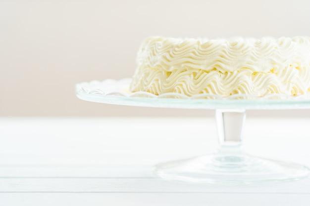 Gâteau au fromage aux myrtilles avec joyeux anniversaire