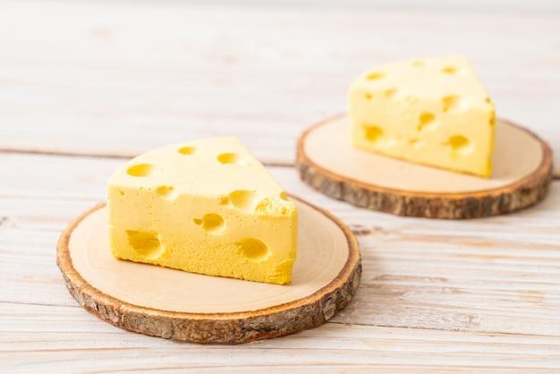 Gâteau au fromage tom & jerry sur plaque en bois