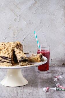 Gâteau au miel d'anniversaire fait maison